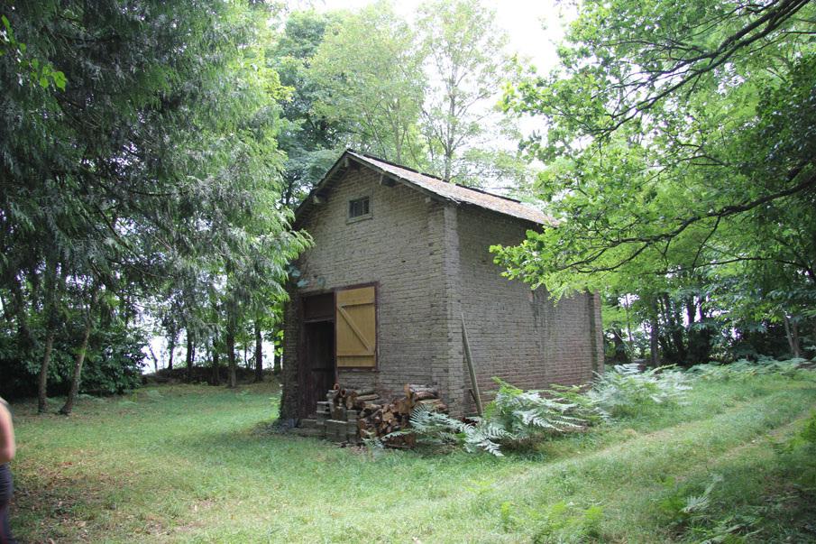 cabane de weekend dans un bois ille et vilaine 35 mnm architectes rennes. Black Bedroom Furniture Sets. Home Design Ideas